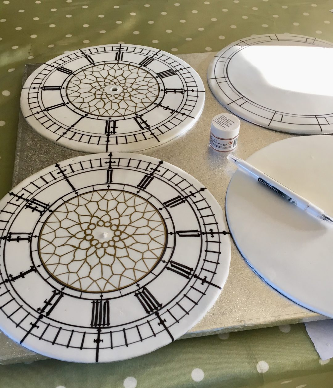 Edible Big Ben Clock face Rosie Cake Diva
